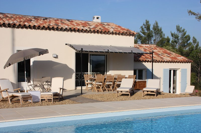 Spacious villa with swimming-pool, holiday rental in Bagnols-en-Foret