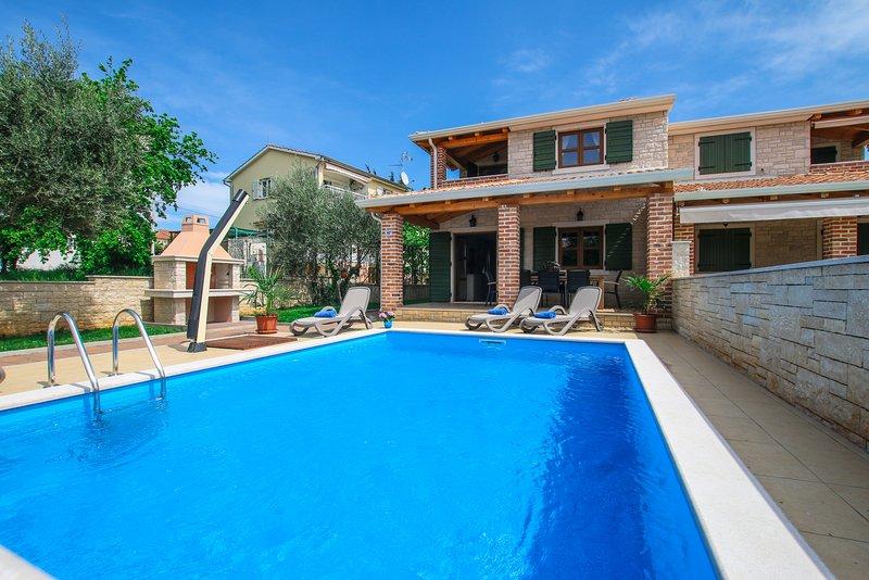 Villa Mare with pool near Lanterna, vacation rental in Cervar Porat