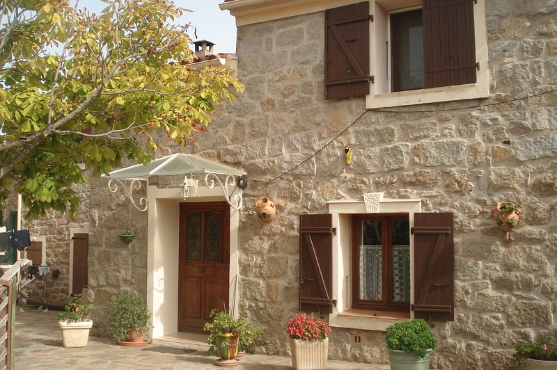 Character house 130 m2 3km from Pinarello beach fenced garden with parking spaces