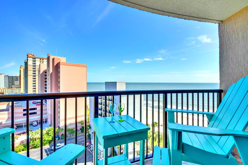 COMPASS COVE NORTH TOWER OCEANFRONT/HUGE BALCONY/60'TV/23 POOLS, holiday rental in Myrtle Beach
