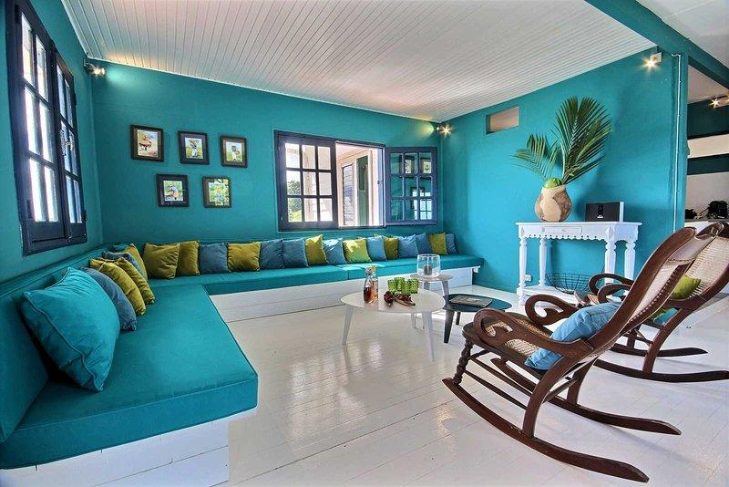 Villa Fleur d'eau : pied dans l'eau, 5CH, piscine, jardin, ponton privé, vue mer, alquiler de vacaciones en Le Francois