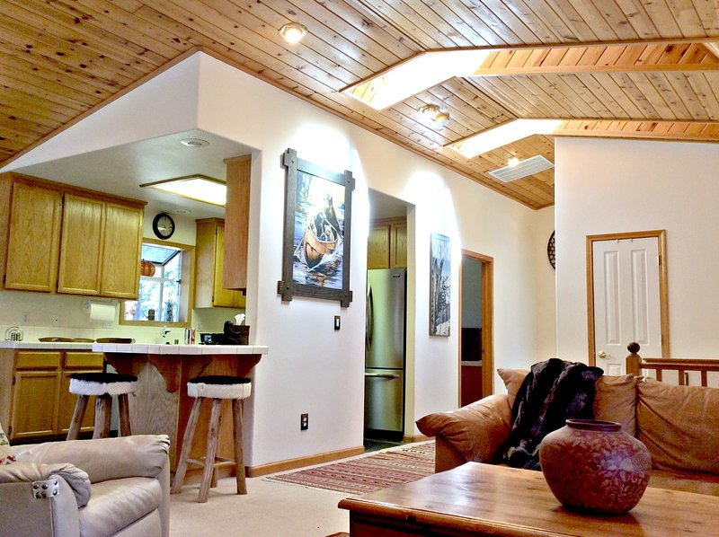 1119 Oxford CT Great Location !!  Kings Beach Cabin, alquiler vacacional en Tahoe Vista