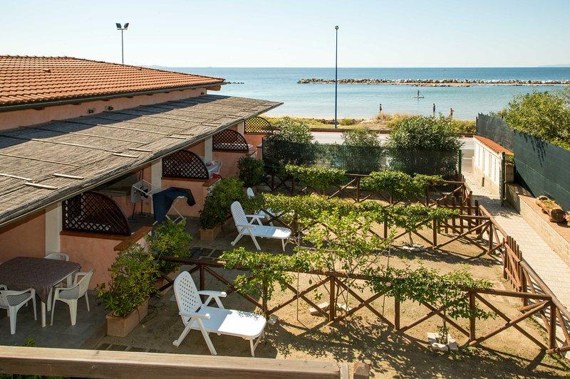 Appartamento Trilocale Mezzanina sul mare, aluguéis de temporada em Vignale