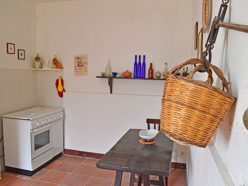 Lovely holiday countryhouse close to Gioiosa Marea with a private garden, holiday rental in San Giorgio