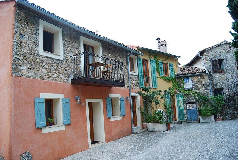 Steinhaus an der Cote d' Azur im Zentrum eines mittelalterlichen Dorfes, vacation rental in Monaco-Ville