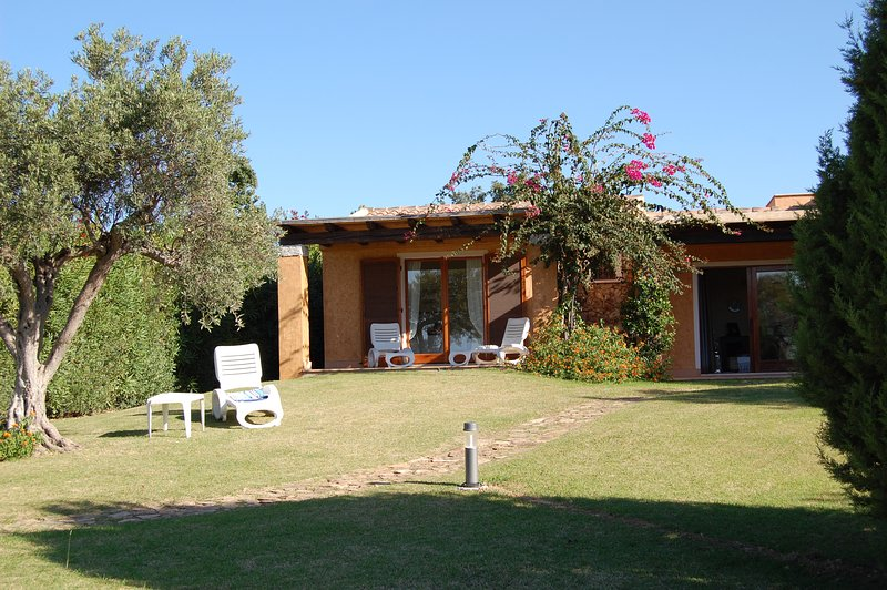 Villa Baia di Chia - cosy detached property a few steps from a sandy dunes beach, holiday rental in Chia