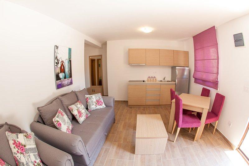 Modern 1-bedroom apartment in Petrovac, alquiler de vacaciones en Rezevici