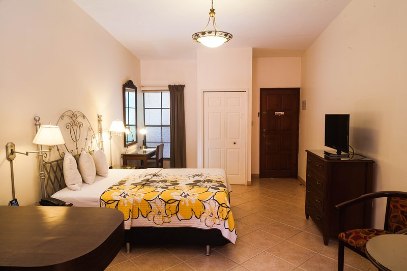 Comfortable Studios. 1 or 2 beds. Kitchenette. Wifi. Managua Center., holiday rental in Jinotepe