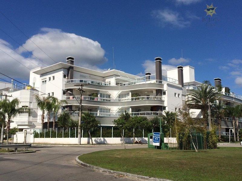 Apartamento grande 04 suítes, location de vacances à Governador Celso Ramos
