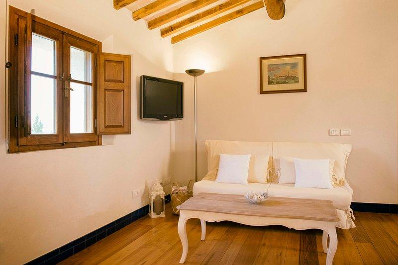 Casa Vacanze con vista su Perugia,natura,finiture di pregio,piscina panoramica., vacation rental in Papiano