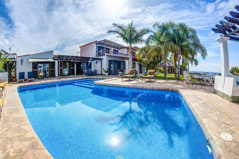 Stunning 6 bed villa with wonderful sea views