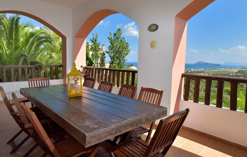 Luxury Villa with views and private pools, vacation rental in Manoliopoulo