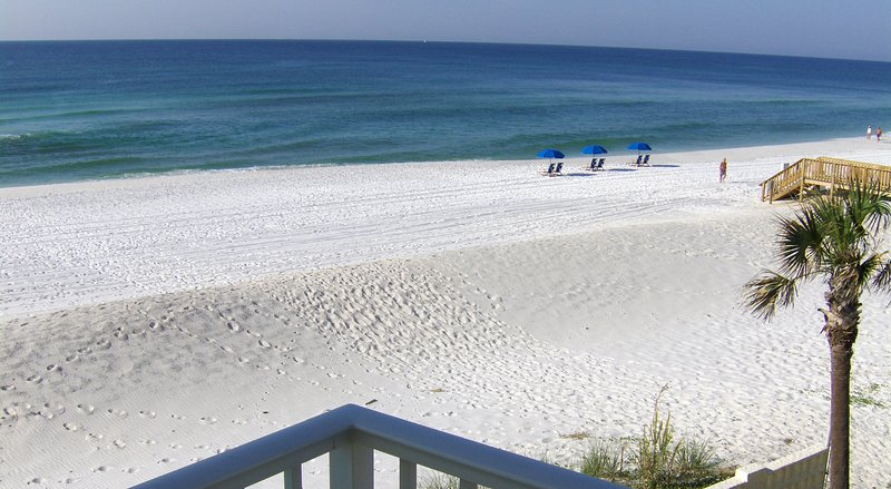 Aqua Villa 306, Pet-friendly Beach front pet friendly GORGEOUS views!!!, holiday rental in Fort Walton Beach