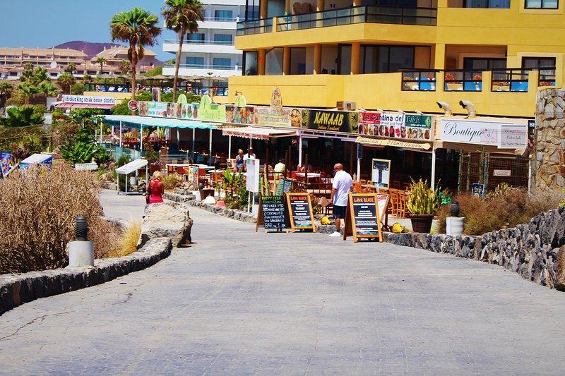 Sea front restauranger vid marinan