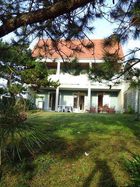 Villa avec belle vue sur mer, proche plage de sable (50m), tout confort, vacation rental in Denneville