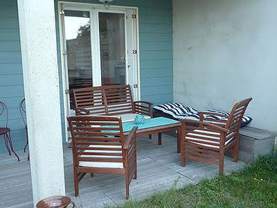 lower terrace lounge