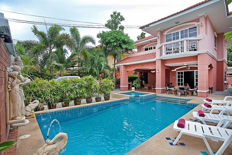 Baan Duan Chai | 5 Bed Pool Villa Close to Jomtien Beach in South Pattaya, holiday rental in Pattaya