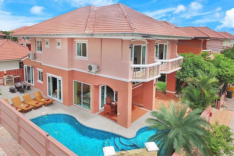 Baan Nomella | 4 Bed Villa with Large Pool and Jacuzzi in Jomtien Pattaya, holiday rental in Pattaya