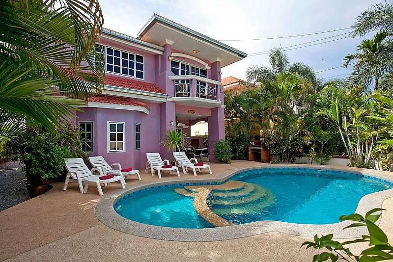 Baan Duan | 5 Bed Villa with Pool Close to Jomtien Beach in Pattaya, holiday rental in Pattaya