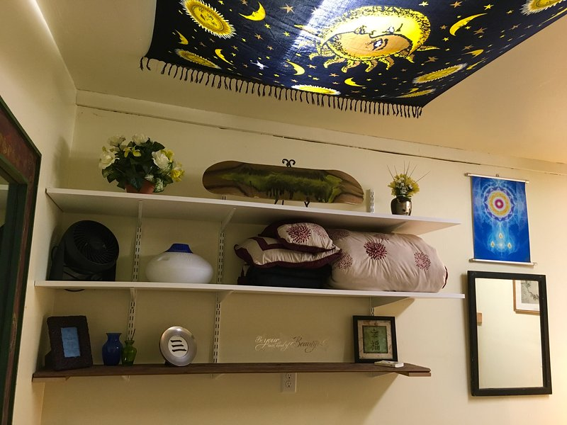 La stanza bonus ha una stufetta / radiatore, ventola e umidificatore per l'uso.