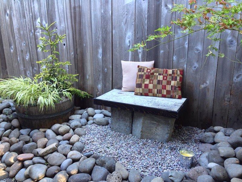 Il banco zen è perfetto per rilassarsi, meditare, osservazione delle stelle, o sorseggiare il caffè del mattino ...