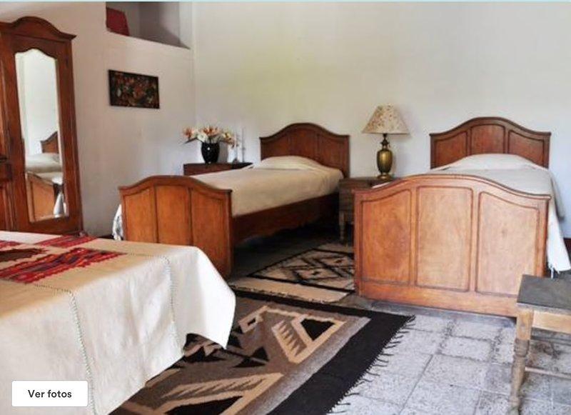 Beautiful 18th Century House, Confortable Room, alquiler de vacaciones en Amatitlan
