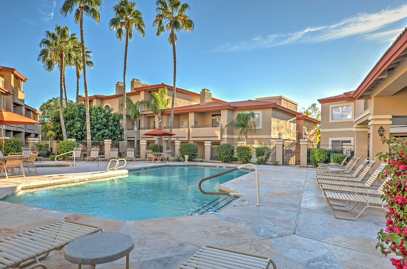 Phoenix Couples' Condo w/ Deck & Pool/Spa Access!, vacation rental in Paradise Valley
