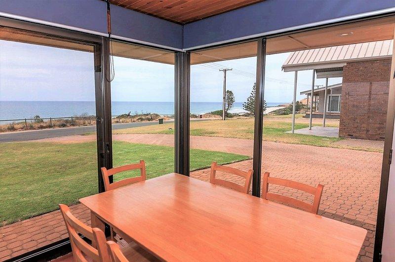 Gold Coast Views - 10 Gold Coast Drive, vacation rental in Carrickalinga