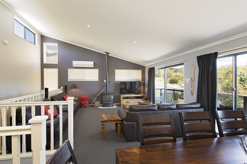 Acacia 2 - Luxurious Holiday Townhouse, holiday rental in Jindabyne