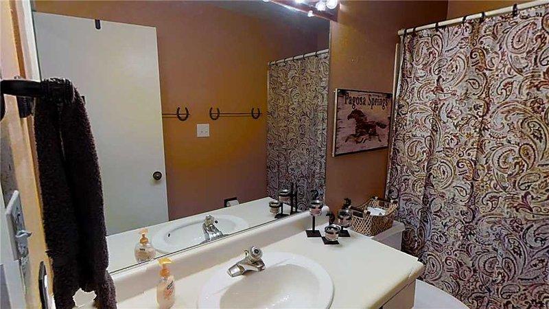 Bathroom,Indoors,Dining Room,Room,Living Room