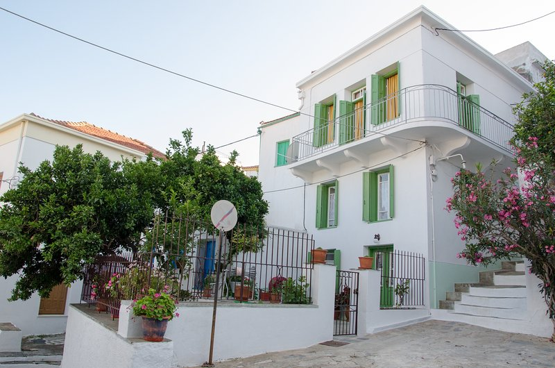 Thelgitro a Traditional House in Skopelos Town, location de vacances à Ville de Skopelos