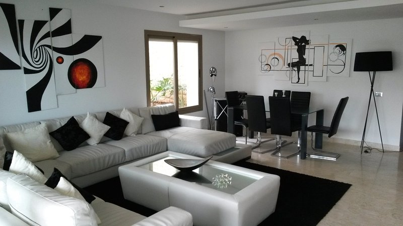 Spacious apt with shared pool, vacation rental in Rabat-Sale-Zemmour-Zaer Region