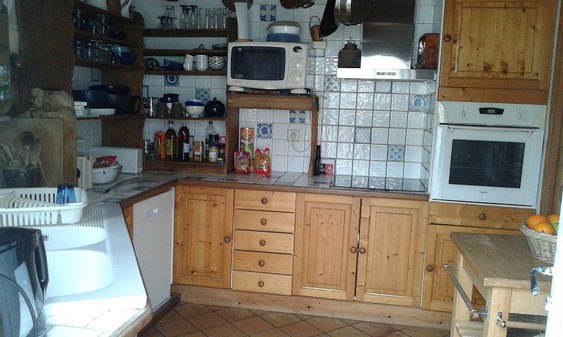 horno, vitrocerámica, campana extractora, microondas, lavadora y secadora vaisselle.Lave en la cocina trasera