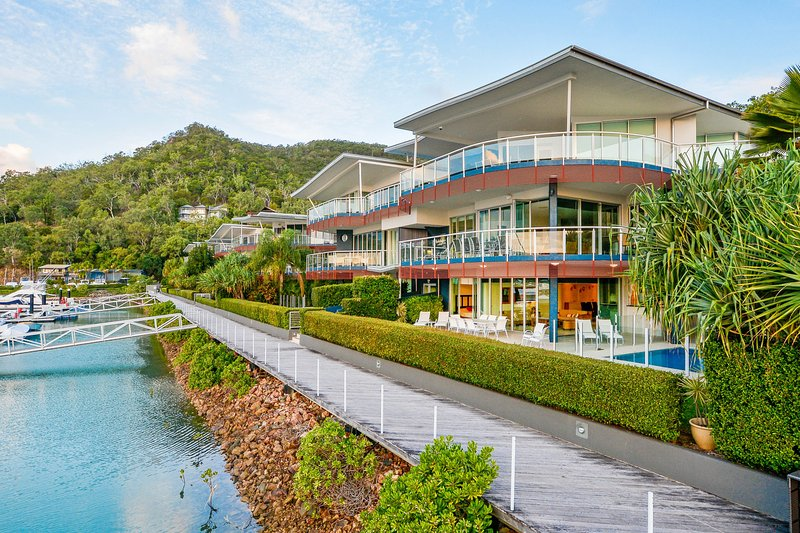 Pavillions 12 - Waterfront Spacious 4 Bedroom With Own Inground Pool And Golf, vacation rental in Hamilton Island