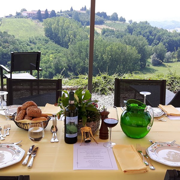 we organise cookery classes and wine-tasting sessions