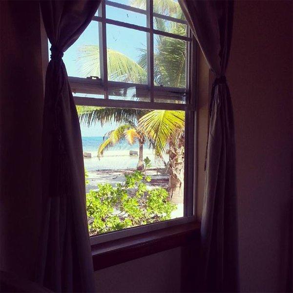 Όμορφη σωστά θέα στον ωκεανό από το παράθυρό σας. Αυτό Casita είναι ακριβώς πάνω στην παραλία.