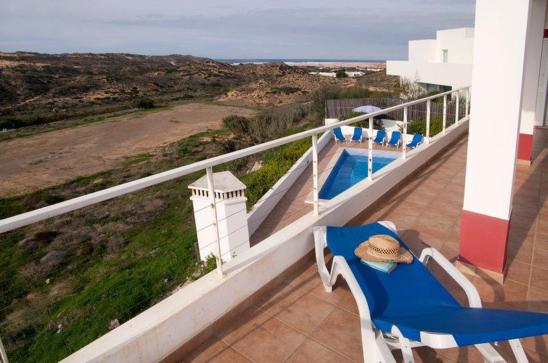 Prachtig uitzicht over het natuurpark en de Atlantische Oceaan vanaf de eerste verdieping een terras