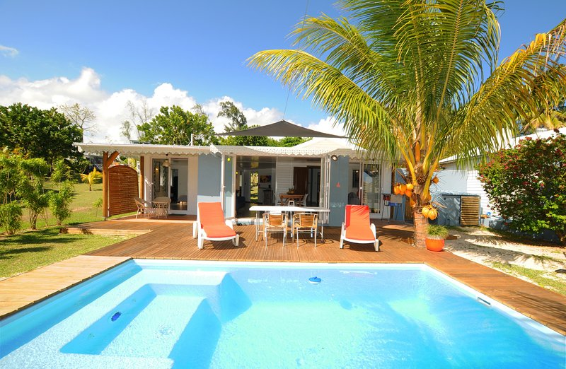 Chalet Cardinal, villa for 1 - 4 'on the sand', with pool, alquiler de vacaciones en Distrito de Savanne
