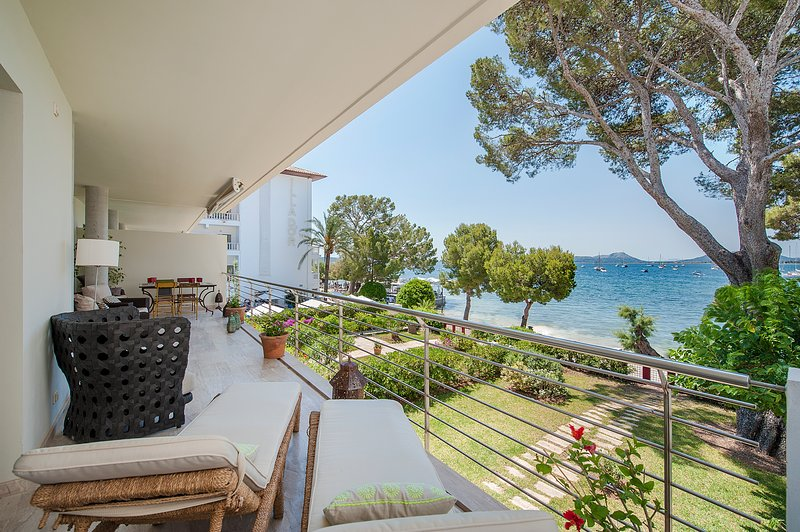SPECTACULAR SEAFRONT APARTMENT VORA D´OR LOCATED IN PINE WALK 4 BEDROOMS, casa vacanza a Formentor