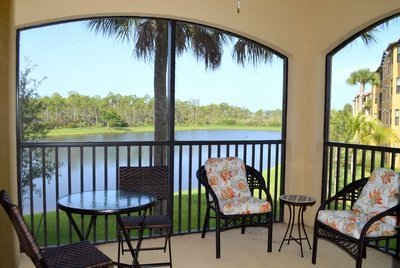 Relax on this  comfortable  end unit lanai to watch the beautiful Florida sunset over the lake.