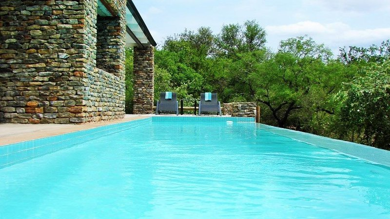 KrugerRiver Villas- LionsGate, holiday rental in Krugersdorp
