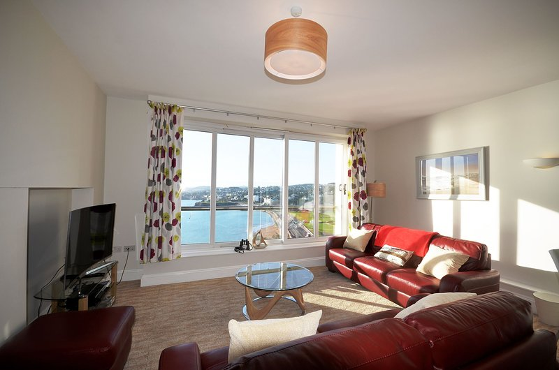 Apartment No 17 Astor House - Premier two bed apartment with juliette balcony an, vacation rental in Torquay