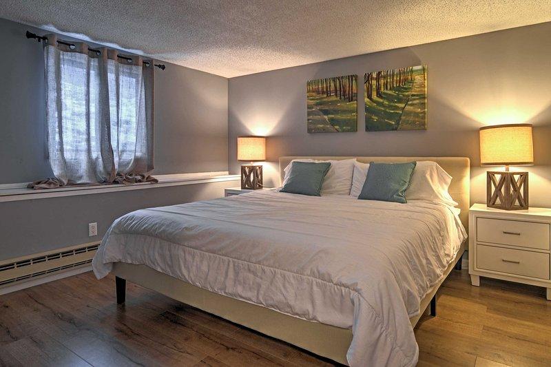 La chambre principale dispose d'un lit king-size en peluche