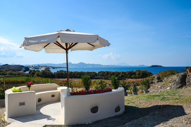 The sea-garden: a peaceful setting only 100m from the sea with unhindered view