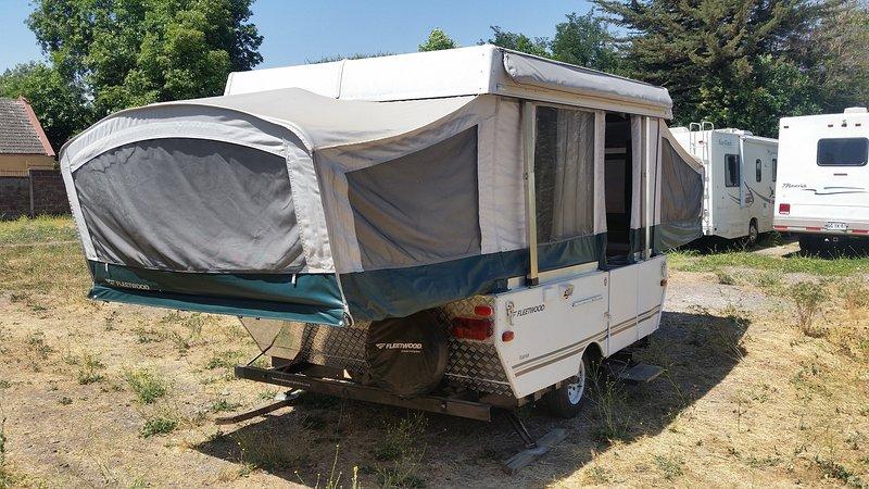 Ideal für das Parken in einem Camping und Stecker in 220v Strom. Sie haben keine Badezimmer.