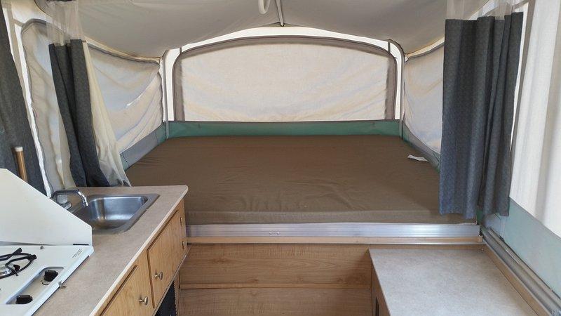 Bett 2 und eine halbe Räume, ideal für ein Paar und junge Kind. Es hat auch Moskitonetz.