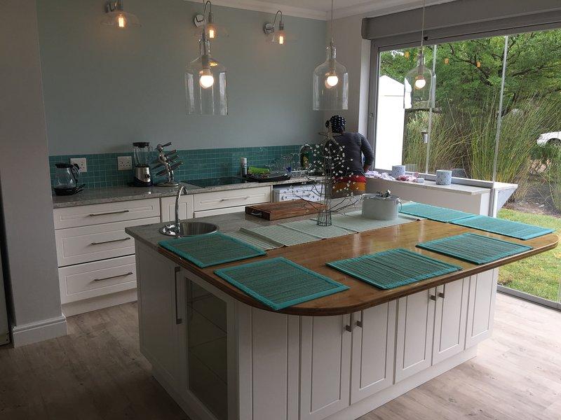 cuisine ouverte et salle à manger font pour un séjour relaxant!