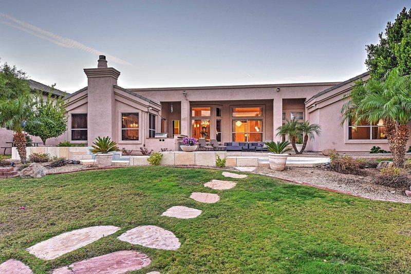 O quintal resort-como faz para um lugar luxuoso para sala a qualquer hora.