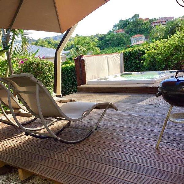Deck et jacuzzi- La villa des Tropiques