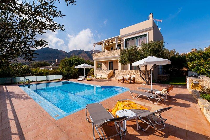 Elegant summer Villa for relaxing vacations, holiday rental in Aptera